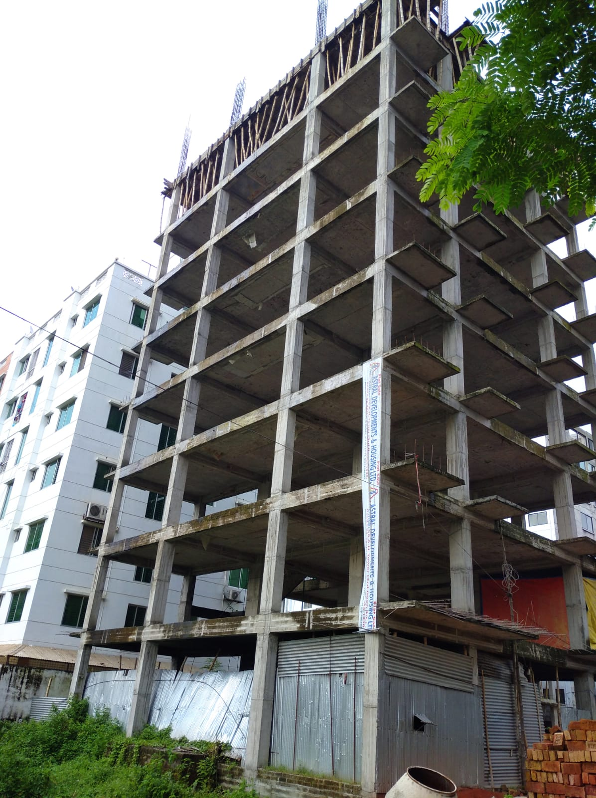 2300-sft-apartment-for-sale-at-bashundhara-6th-floor-998096